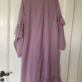 Hosbjerg kjole str. S, lidt til den store side er selv M. Brugt meget få gange.