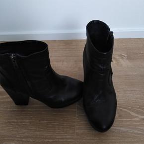 De er i super fin stand :) Lækre heels.