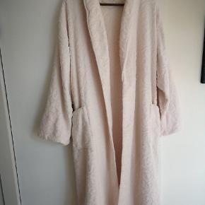 Vintage Christian Dior badekåbe i lækker kvalitet og med gode detaljer.