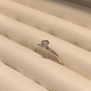 Ring med hvid/klar sten fra spinning i sølv  Str. XS  Byttes ikke - mulighed for afhentning