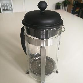 Flot og god Bodum stempelkande. Brugt meget lidt, men laver rigtig god kaffe.