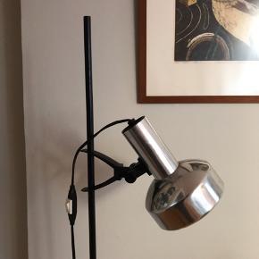 🖤Vintage IKEA standerlampe. Regulerbar i højden. En smule brugsspor. Virker fint.  125kr  Afhentes på Christianshavn  #gulvlampe #standerlampe #ikeavintage #vintageikea #belysning #vintagestanderlampe #vintagelampe.