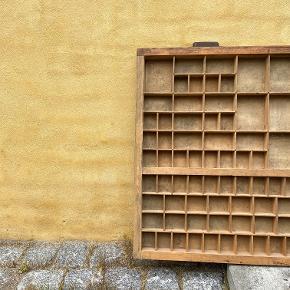 Fin gammel sættekasse mål: 82x53 cm dybde 2,5 cm Kan afhentes i Havdrup eller Roskilde. #secondchancesummer