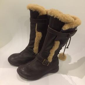 Super fede støvler fra Tip Toey Joey.  Brugt sparsomt. Nypris 699,-