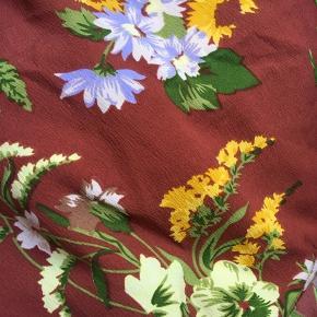 Aldrig brugt t-shirt fra pieces med bindebånd i taljen🌼 str. S, men passer også medium fint