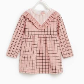Skøn kjole fra Zara, str 6-9 mdr. Aldrig brugt. Nypris: 100 kr.