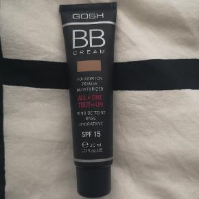 Gosh Bb cream, Foundation primer moisturizer, SPF 15, 30 ml. Medium i farven 👈 Sælges da jeg har købt den forkerte farve, men da jeg har haft den åbnet (testet på min kind) kan jeg desværre ikke bytte den igen.