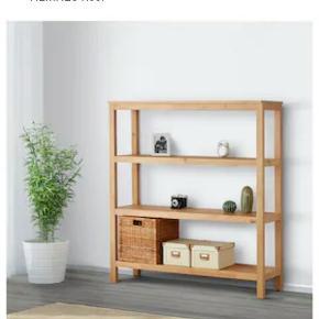 Lækker reol i massivt træ 🍁 Det er desværre et fejlkøb - findes stadig i IKEA. Nypris 799.  Jeg er åben for bud 🍃
