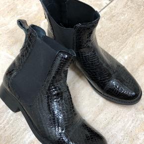 Flotte og lækre støvler. Nærmest ikke brugt. Købt i forkert størrelse.