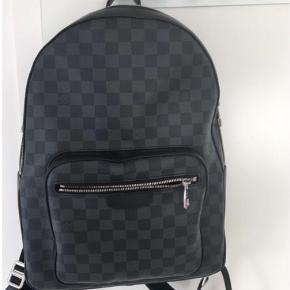 Sælger denne Louis Vuitton Josh D. Grap. taske Ny pris 9.550,00 kr  Mp: 7600 har både box og kvittering  byd!