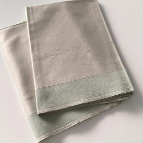 12 stk. stof servietter som vist på billede-  helt nye -50x50 cm