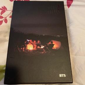 BTS Young Forever night version album. Albummet er i rigtig god stand og uden fotokort  Køber betaler fragt ellers kan jeg også mødes i Aarhus   Prisen er ikke fast, så skriv hvis du er interreseret og vi finder ud af noget :)