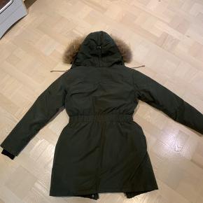 Gone jakke med ægte pels, som kan lynes af