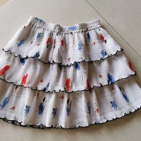 Sødeste nederdel med meget stretch i elastikken og kan derfor bruges af str. S-L 💕