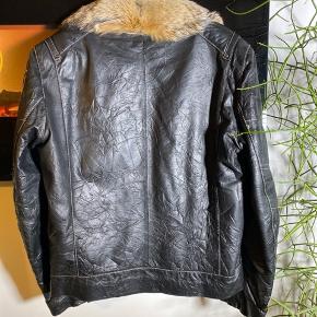 Ulve pels og ægte læder