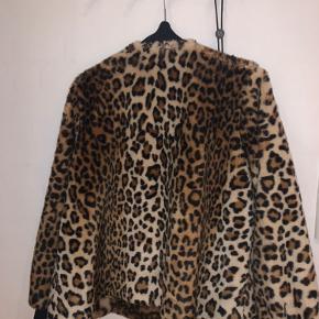 Rigtig fin leopard Ganni jakke, vil du se billeder med den på er du velkommen til at skrive en pb 💗
