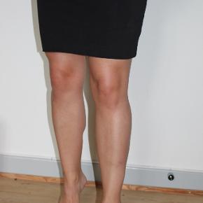 """Sort tube nederdel fra H&M sælges. Kan afhentes i Odense C eller sendes via """"køb nu""""."""