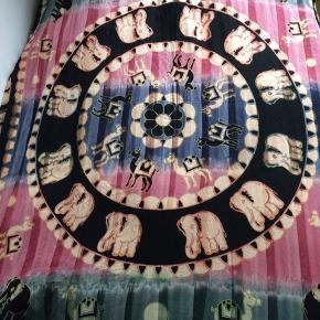 Flot sengetæppe købt i Costa Rica. God størrelse til en dobbeltseng