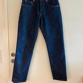Woodbird bukser i regular fit. Oprindeligt en jeans til herre, men købt for et boyfriend look. Str. 27/32. Har den perfekte rå denim farve uden vask.