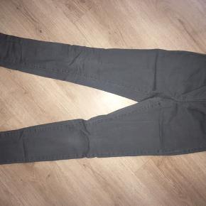 Sælger mine PIESES bukser. :-) Str.: S/M Mvh Julia Maria.