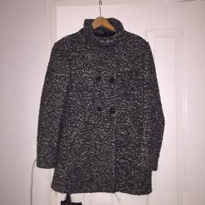Dejlig varm vinter/efterårs jakke fra only