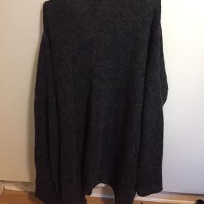 Mohair strik / cardigan str m fra H&M trend Obs lille hul - se billede  Sælges derfor billigt for 110kr plus porto