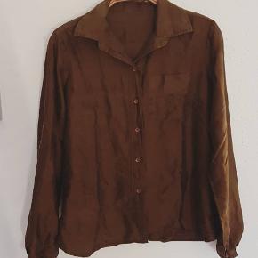 Fin vintage 100% silke skjorte.