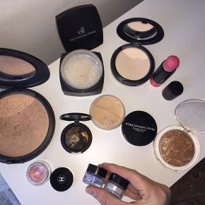 Der er makeup fra både MAC, Gosh, Chanel, Elf og Tromborg. Sælger både tingene sammen eller hver for sig 😊