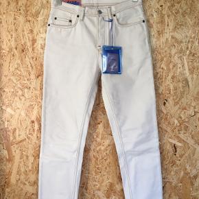 Helt nye beige Acne bukser i str 29/32. Stadig prismærke på.
