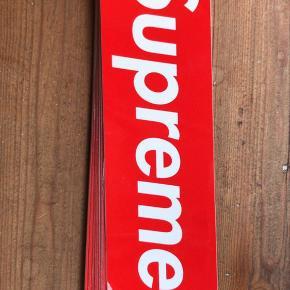 Supreme klistermærker  100% ægte 13 kr stk  Skriv på 26295026 for at købe, eller her på trendsales!
