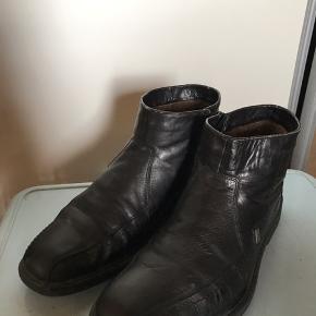 Sort læder støvler med brun fur indvendig - fejler intet  Str 45