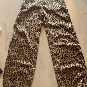 Leopard elastik i taljen