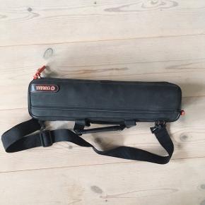 Jeg sælger min gamle begynderfløjte, da jeg ikke bruger den mere. Modellen er YFL-211. Den spiller godt og er i fin stand.