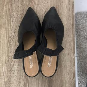 Super fine gardenia sandaler med lidt hæl sælges, da jeg ikke for dem brugt.