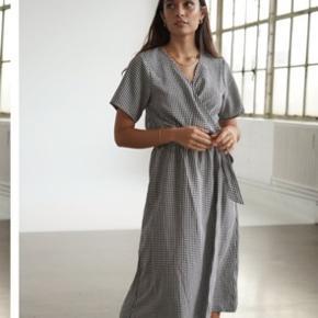 Sælger min helt nye BY.IC kjole da jeg ikke kan passe den 💕 str S men passer M Købt på tilbud til 250,-  Sælges for 205,-