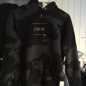 Sælger denne lækre hoodie fra Le Baise  Sælger den billigt så bare byd:)