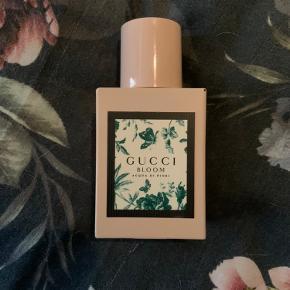 Ny, Gucci Bloom Acqua di flori i 30 ml.  Sælges da duften ikke er noget for mig 🤍