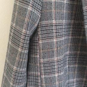 Smart ternet blazer. Kan sagtens bruges som oversize.