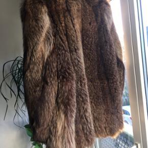 Smuk smuk vaskebjørnspels. Som ny! Str.40-42. Nypris er 6000kr.
