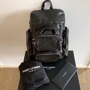 Sælger min Saint Laurent rygsæk som jeg købte via deres online butik på hjemmesiden i slut 2017.  Kvittering og original emballage medfølger, ny pris  var 10.500 kr.