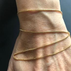 Flot venezia kæde i 8kt Måler 45cm / 1.0mm Kender ikke vægten.  Den er ubrugt, fremstår som ny. Bytter ikke Fast pris