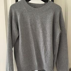 Grå sweater fra Vero Moda. Byd gerne☺️