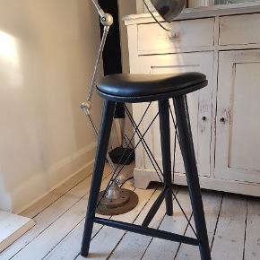 Superlækre danske designer LoveWood barstole  Nypris 2600,- Jeg har 2 stk. 1500,- /stk. Højde 66 cm.