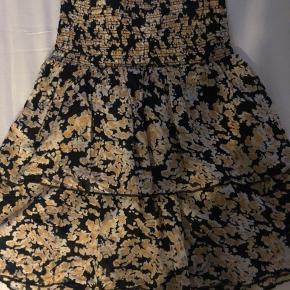 Lollys laundry populær nederdel magda, med bred elastik kant foroven i str XS sælges. Kun brugt én gang, passer mange str pga elastik i taljen.  100% bomuld