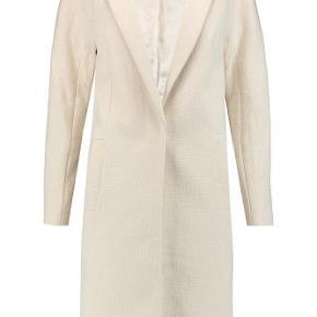 Varetype: frakke Farve: Cream Oprindelig købspris: 3000 kr.  Super fin Ricca jakke.   Brugt 1 enkelt gang.   83% bomuld  14% polyester