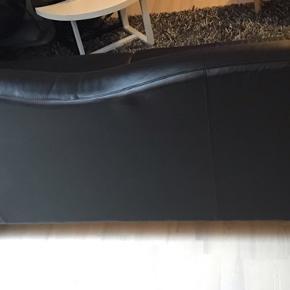 Sofa brugt som pyntet sofa. Ingen sidde mærker.  Ny pris 15.000.  Sælges udelukkende på grund af flytning.  Pris 3000kr