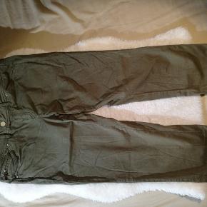 Bukserne har ingen tegn på at være blevet brugt.