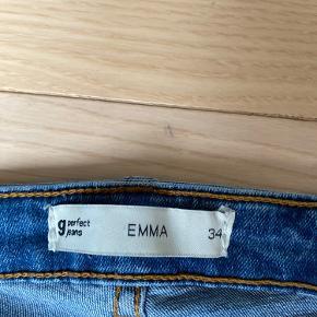 Sælger disse skinny jeans fra gina tricot i str 34 i modellen Emma.