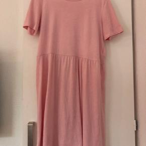 Sød lyserød kjole fra Pieces.