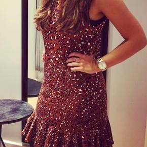 Smuk kjole str xs brugt få gange Nypris 700